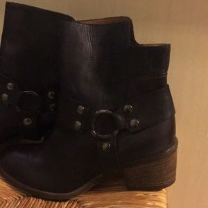 Donald Pliner Western style boots